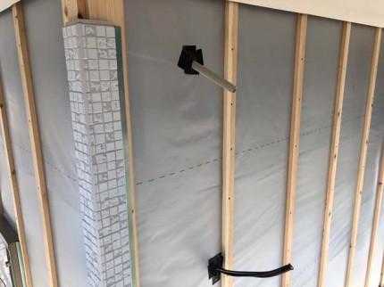 新築平屋モデルの外壁コーナー施工です。