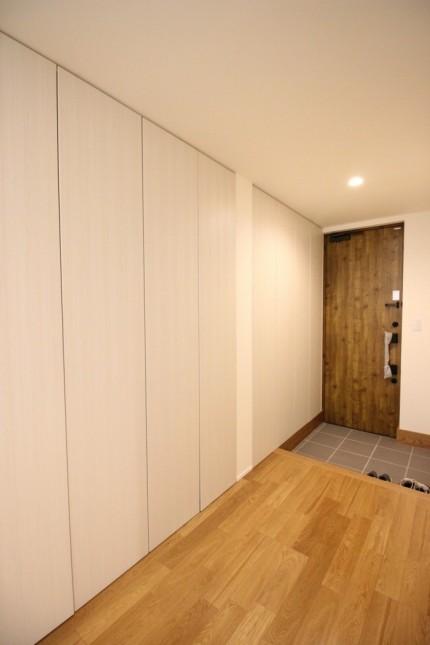 天井まである玄関収納です。福島県会津若松市  郡山市 新築住宅 大原工務店のブログ