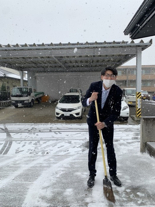 雪かきしている僕です。郡山市熱海町  郡山市 新築住宅 大原工務店のブログ