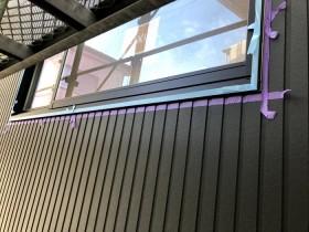 シーリング打設部分にマスキングを貼っていきます。須賀川市森宿| 郡山市 新築住宅 大原工務店のブログ