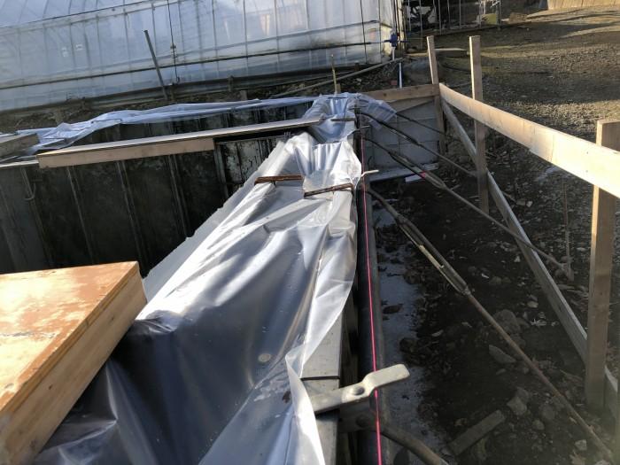 コンクリートを打設して養生しているところです。二本松市Y様邸| 郡山市 新築住宅 大原工務店のブログ