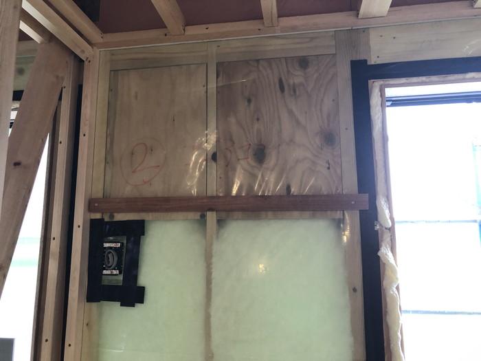 コンセント、窓廻りの気密処理です。|郡山市 新築住宅 大原工務店のブログ