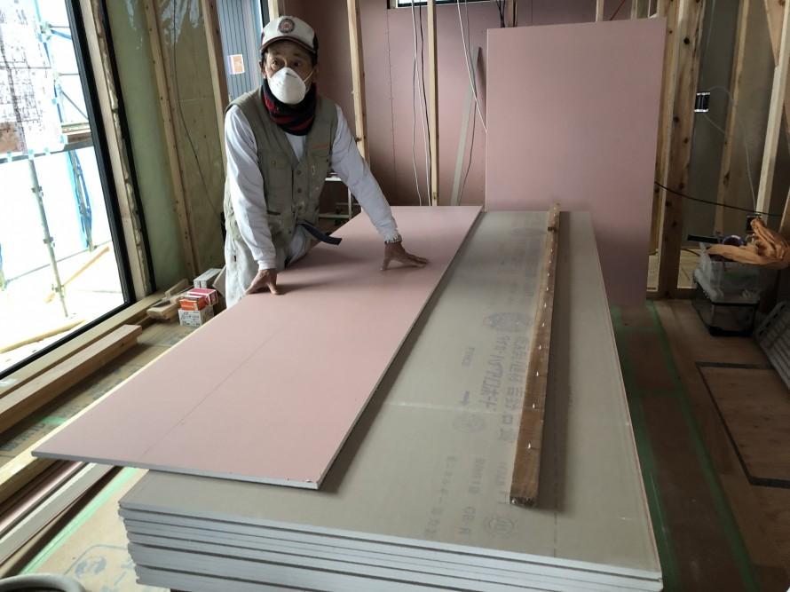 須賀川市H様邸新築工事ではハイクリンボード張り中|郡山市 新築住宅 大原工務店のブログ