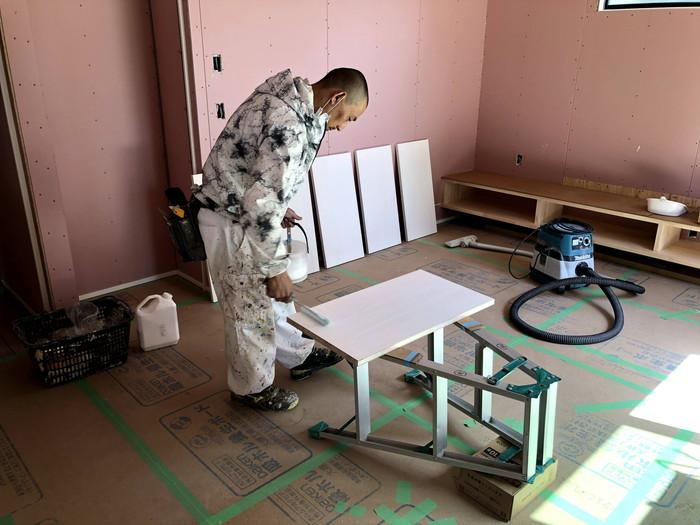 塗装していきます。須賀川市狐石W様邸| 郡山市 新築住宅 大原工務店のブログ