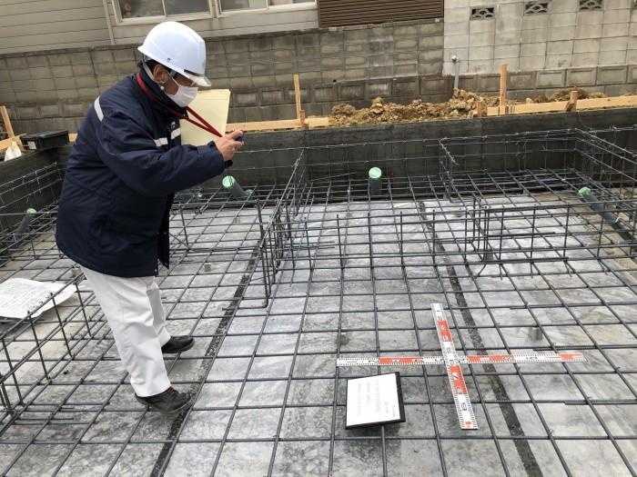 スラブ配管のピッチを測っています。郡山市富田町| 郡山市 新築住宅 大原工務店のブログ
