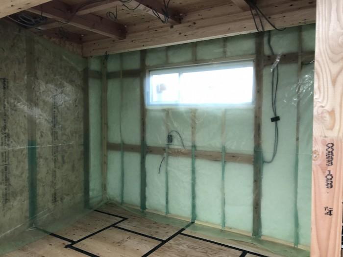 気密シートの施工です。田村郡三春町| 郡山市 新築住宅 大原工務店のブログ