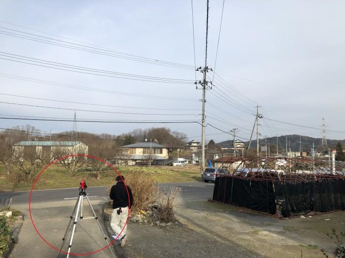 レーザーレベルを使用して高低差を測ります。郡山市荒井町| 郡山市 新築住宅 大原工務店のブログ