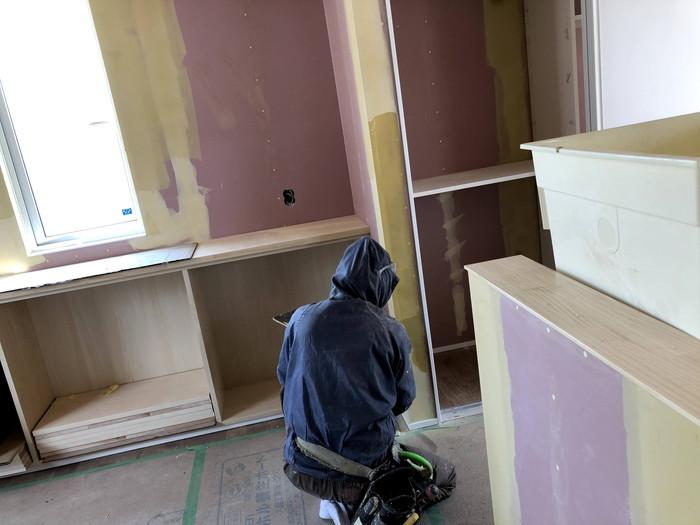 壁紙を貼っていきます。郡山市喜久田町  郡山市 新築住宅 大原工務店のブログ