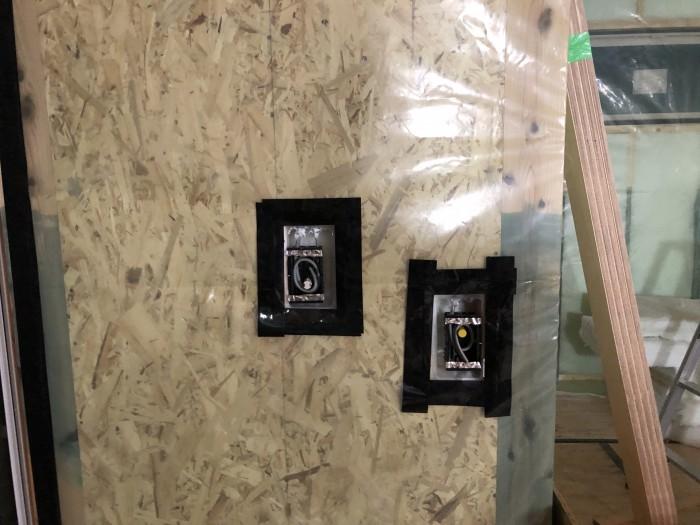 コンセントボックスの気密処理です。二本松市  郡山市 新築住宅 大原工務店のブログ
