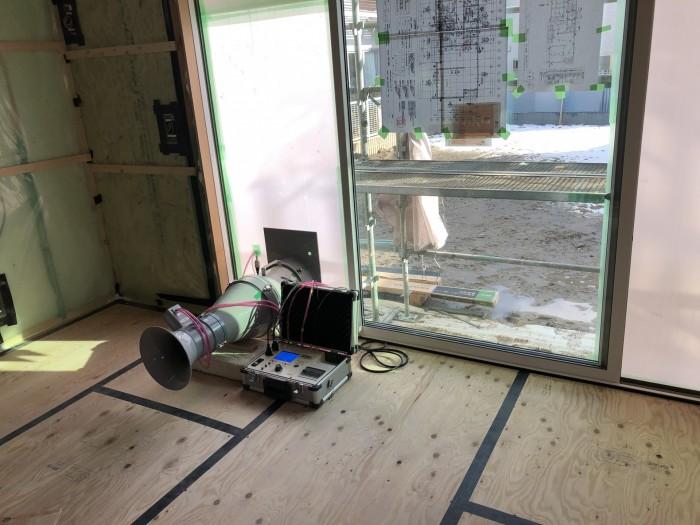 気密測定器です。田村郡三春町| 郡山市 新築住宅 大原工務店のブログ