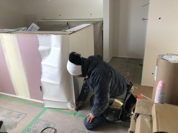 角に気を付けて張っていきます。須賀川市和田H様邸  郡山市 新築住宅 大原工務店のブログ