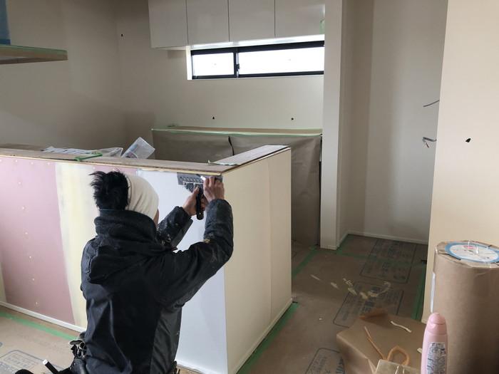 クロスを切っています。須賀川市和田H様邸  郡山市 新築住宅 大原工務店のブログ