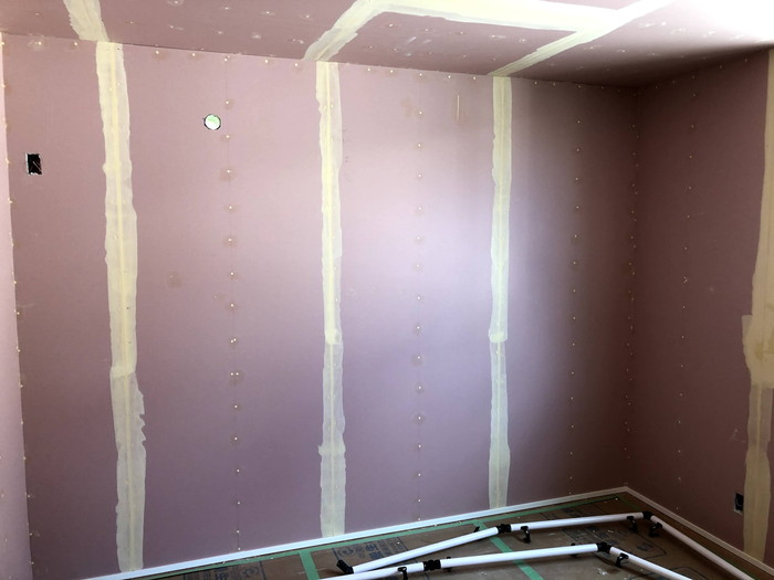 クロスのパテ処理です。|郡山市 新築住宅 大原工務店のブログ