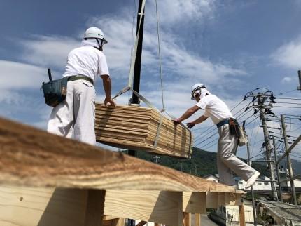 複数の大工さんで上棟を行います。福島県会津若松市|郡山市 新築住宅 大原工務店のブログ