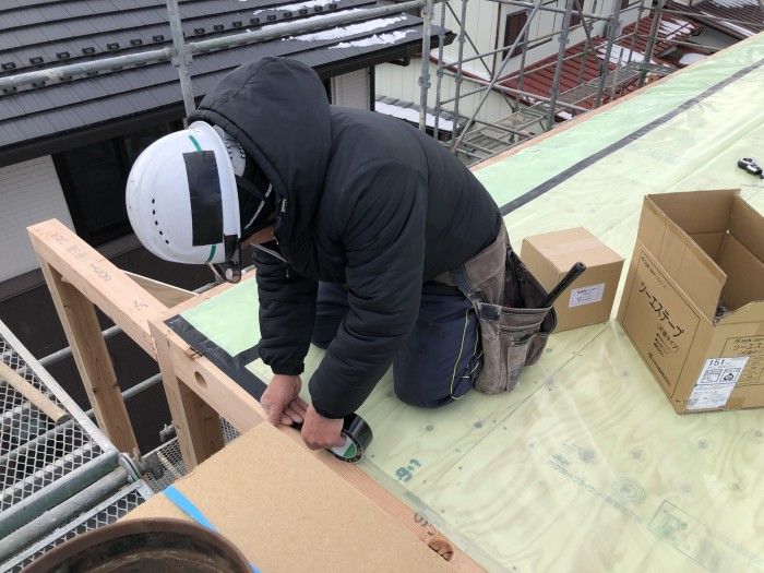天井部の気密処理です。郡山市富田町| 郡山市 新築住宅 大原工務店のブログ