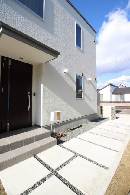 玄関アプローチです。田村郡三春町  郡山市 新築住宅 大原工務店のブログ