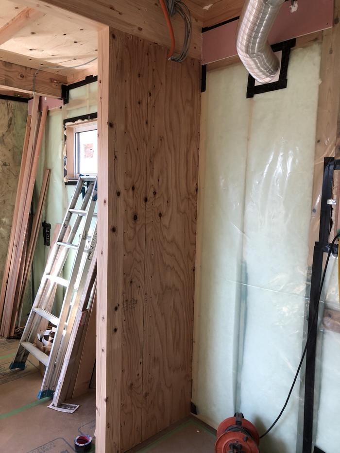 断熱材を充填した写真です。二本松市Y様邸| 郡山市 新築住宅 大原工務店のブログ