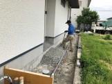 エコキュート架台と玄関ポーチに砕石を敷いています 岩瀬郡鏡石町 |郡山市 新築住宅 大原工務店のブログ