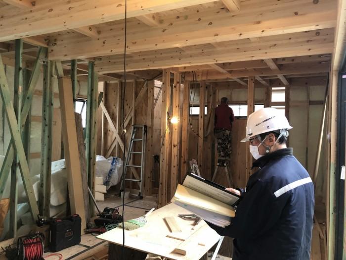 図面と現場の施工が合っているか確認します。郡山市富田町| 郡山市 新築住宅 大原工務店のブログ