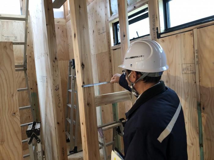 スケールを使って検査しています。郡山市富田町| 郡山市 新築住宅 大原工務店のブログ