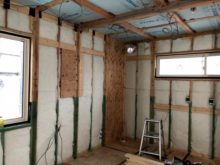 断熱材の施工です。郡山市安積町|郡山市 新築住宅 大原工務店のブログ