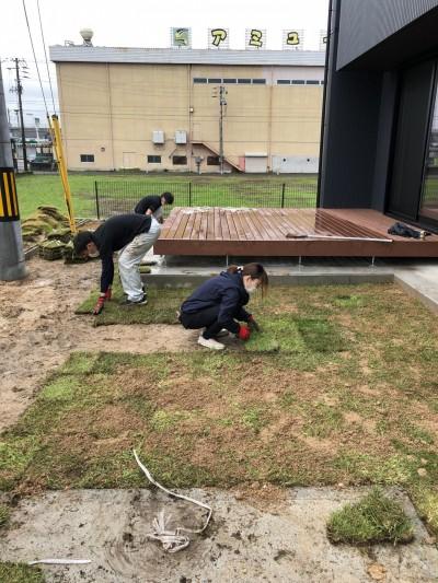 芝を置いていきます。|郡山市 新築住宅 大原工務店のブログ