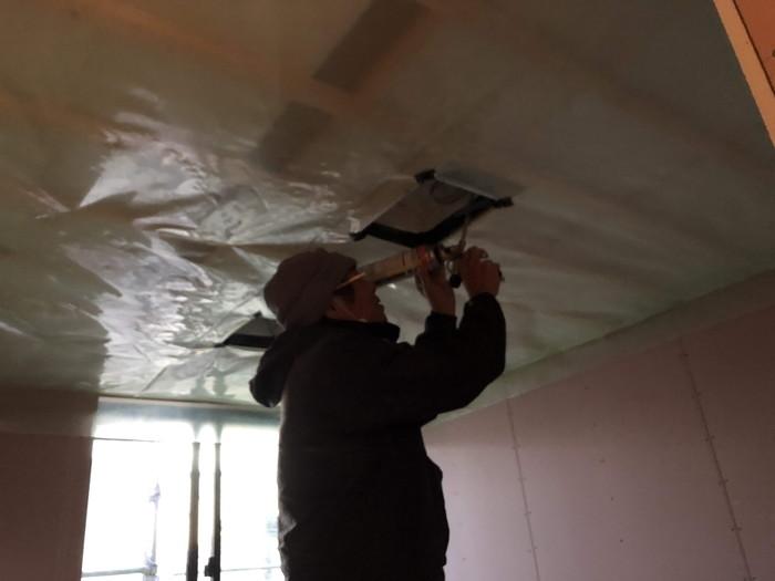 ダウンライトのウレタン処理です。|郡山市 新築住宅 大原工務店のブログ