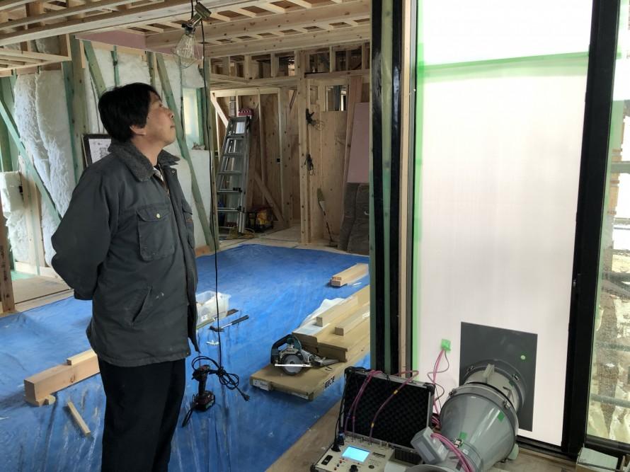 気密測定中|郡山市 新築住宅 大原工務店のブログ
