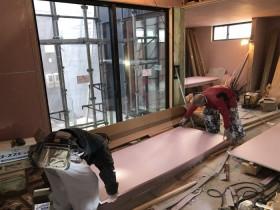 張っていく石膏ボードです。郡山市富田町Y様邸  郡山市 新築住宅 大原工務店のブログ