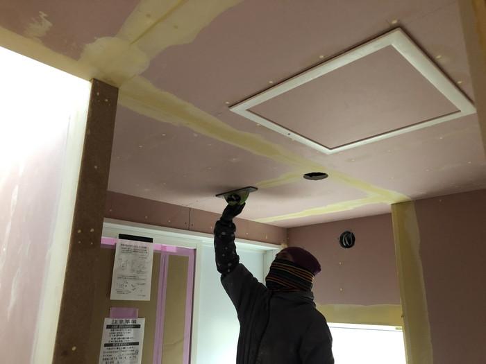 パテを塗っていきます。二本松市Y様邸  郡山市 新築住宅 大原工務店のブログ