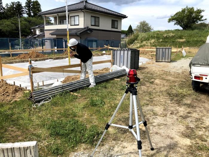 丁張の高さを測ります。本宮市|郡山市 新築住宅 大原工務店のブログ