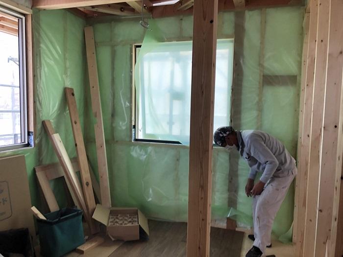 大原工務店で新築注文住宅建築中W様邸、防湿気密シートを貼っていきます。郡山市富久山町| 郡山市 新築住宅 大原工務店のブログ
