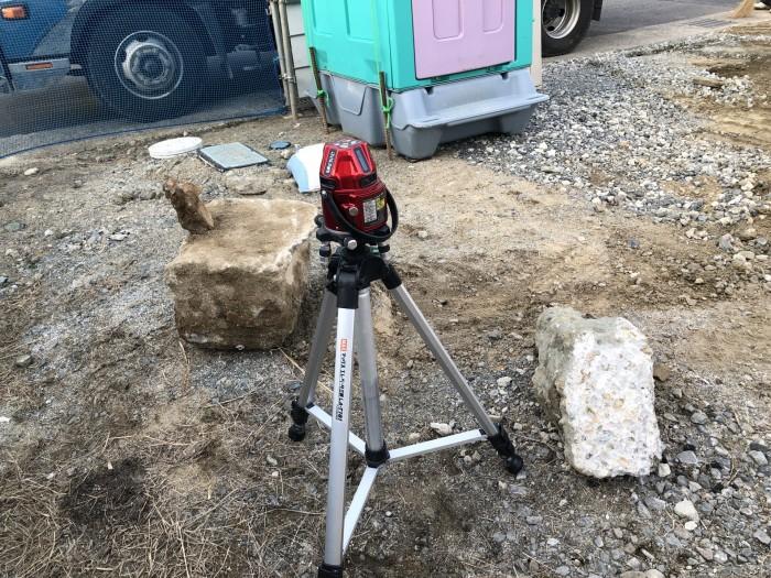 レーザーレベルで高さを測ります。二本松市|郡山市 新築住宅 大原工務店のブログ