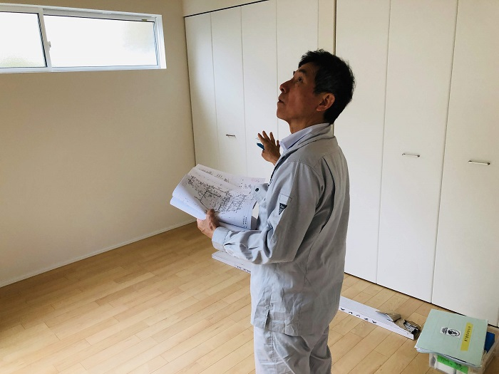 建物内を検査しています 郡山市富田町 |郡山市 新築住宅 大原工務店のブログ