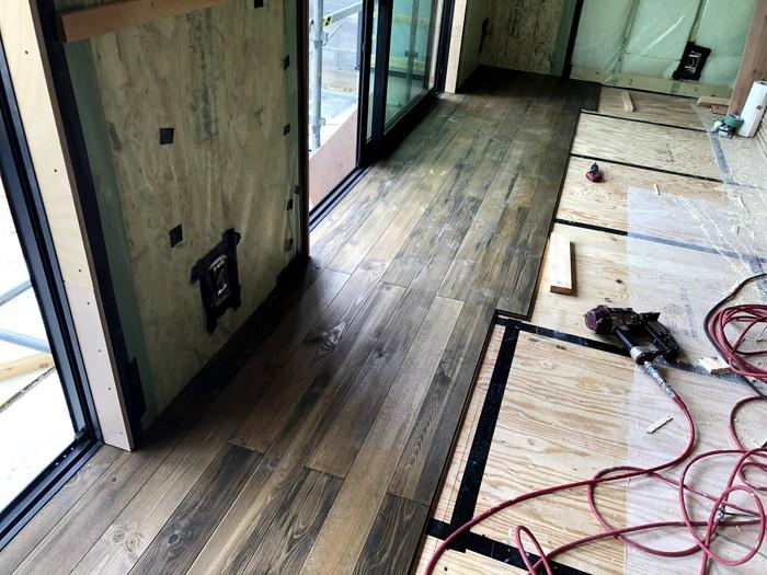 パイン材の無垢フローリングです。|郡山市 新築住宅 大原工務店のブログ