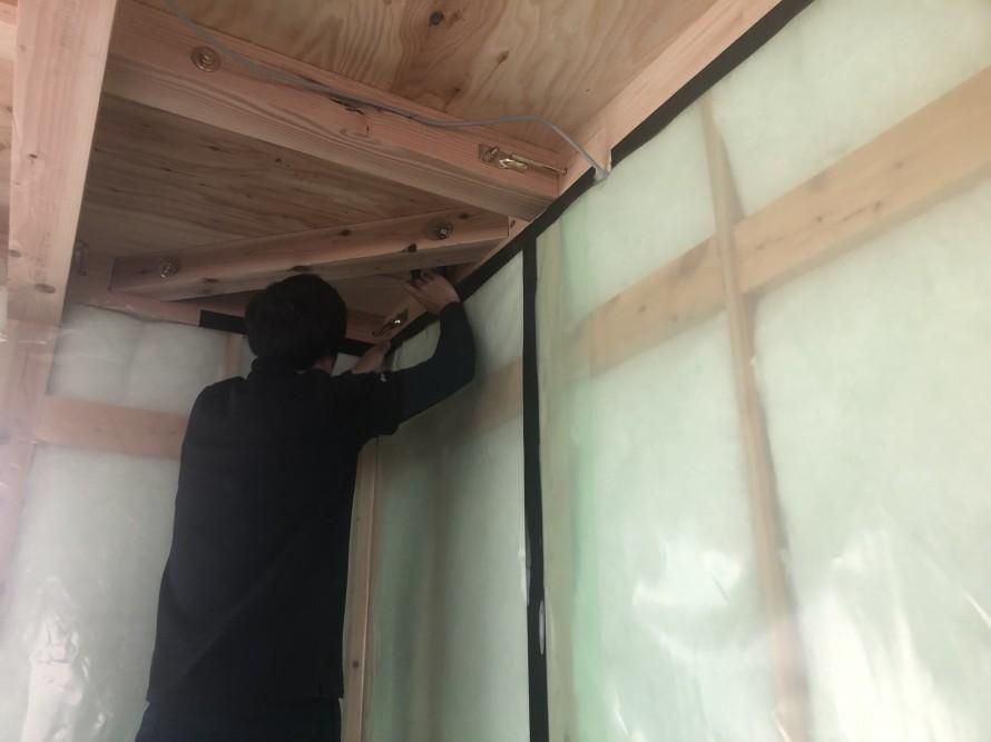 気密測定に向けて気密工事中|郡山市 新築住宅 大原工務店のブログ