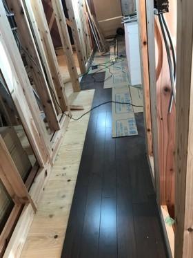 新築住宅のフローリング貼りです。|郡山市 新築住宅 大原工務店のブログ