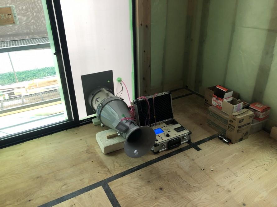 気密測定用の機械|郡山市 新築住宅 大原工務店のブログ