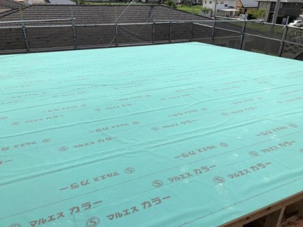 屋根の防水紙の施工です。