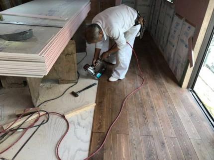 新築の床施工です。