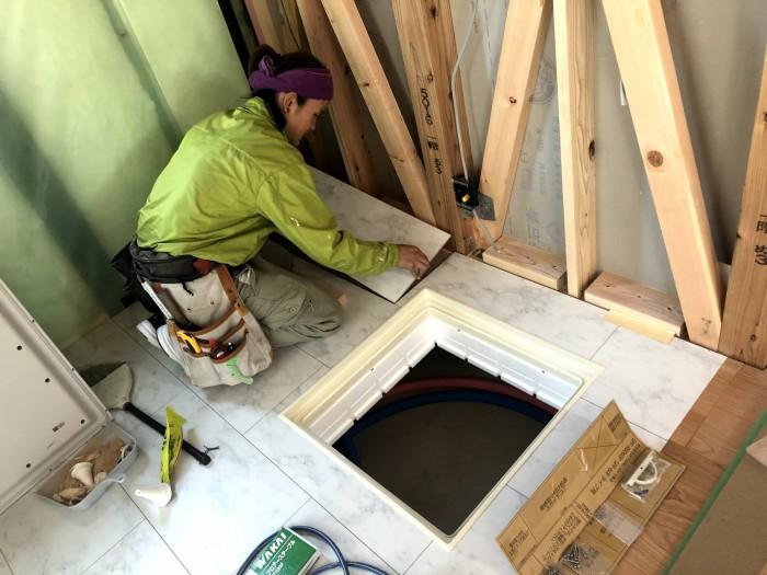 床板を貼っていきます。郡山市富田町| 郡山市 新築住宅 大原工務店のブログ