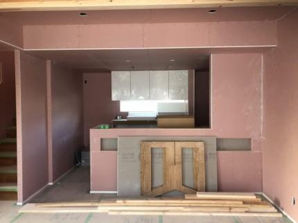 キッチン部分です。ハイクリンボードを使ってます。郡山市田村町 郡山市 新築住宅 大原工務店のブログ