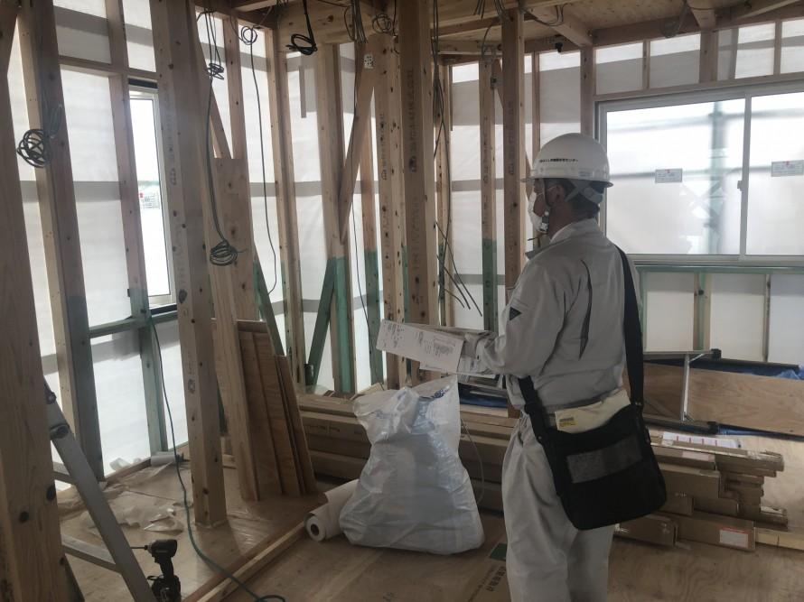 筋違の位置と向きを確認してもらいます。|郡山市 新築住宅 大原工務店のブログ
