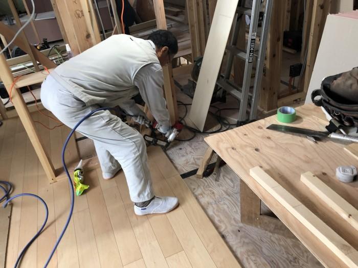 フローリングを貼っていきます。郡山市町東|郡山市 新築住宅 大原工務店のブログ