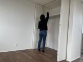 クローゼットの中の棚を掃除しています。郡山市熱海町Y様邸| 郡山市 新築住宅 大原工務店のブログ