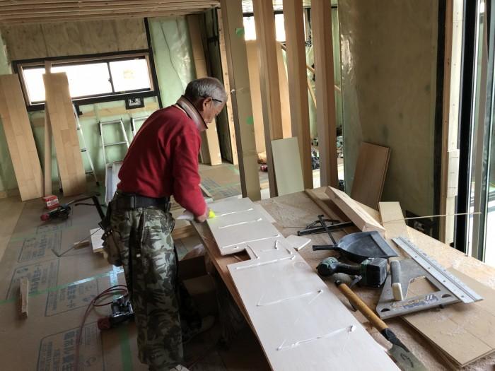 ボンドを付けていきます。郡山市町東|郡山市 新築住宅 大原工務店のブログ