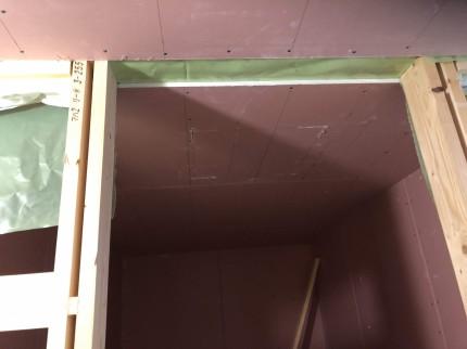 郡山市桜ケ丘Y様邸で大工さんが石膏ボードを施工。 | 郡山市 新築住宅 大原工務店のブログ
