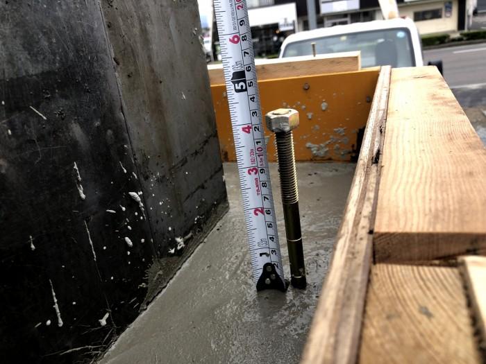 アンカーボルトの出寸法を測ってます。郡山市富久山町  郡山市 新築住宅 大原工務店のブログ