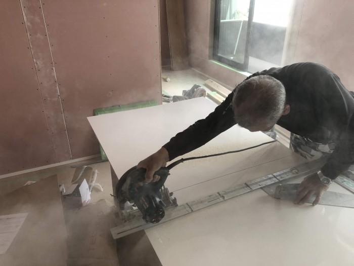 N様邸新築住宅に使うキッチンパネルを加工します。郡山市成山町| 郡山市 新築住宅 大原工務店のブログ