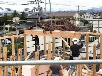 上棟の時は複数の大工さんで一気に工事していきます。郡山市大槻町 郡山市 新築住宅 大原工務店のブログ